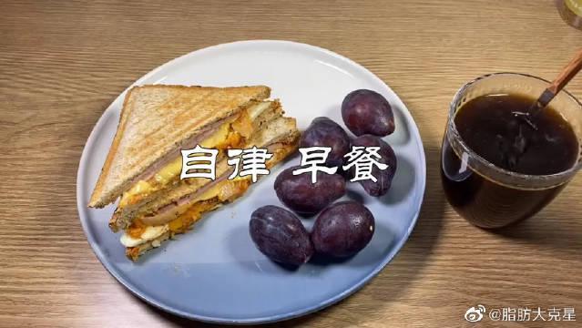 减脂早餐,全麦泡菜火腿芝士三明治,低卡美味饱腹感又强……