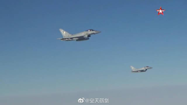 俄军图-160战略轰炸机飞赴巴伦支海、挪威海、北海上空巡航
