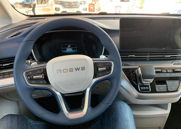 国产再添新商务MPV,轴距3米空间不输GL8,标配爱信8AT