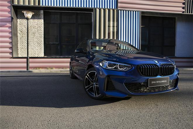 全新BMW 1系运动轿车正式上市,M运动曜夜版强势来袭
