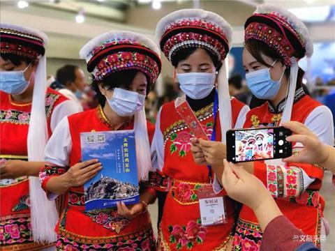 重庆文旅会开展,宾川鸡足山文创产品很佛系 有人气!