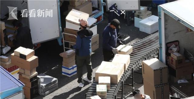 韩国今年8名快递员过劳死 调查:一天工作18小时
