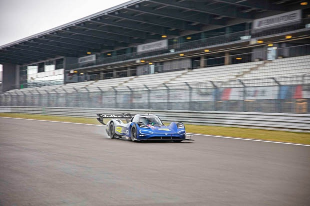 F1冠军罗斯博格测试大众纯电动赛车ID.R