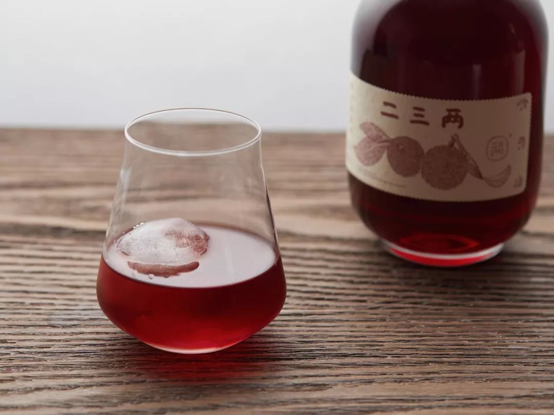 """荒村酒窖成了""""桃花源"""",做的杨梅酒超好喝"""