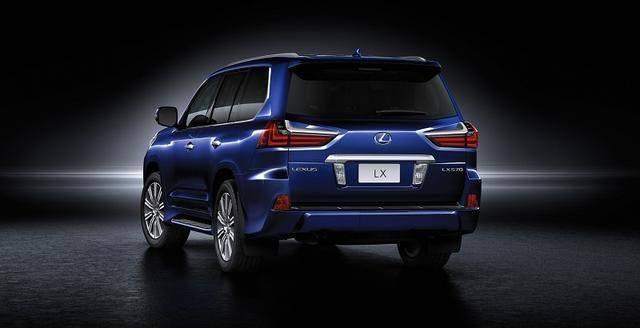 丰田彻底爆发!性能强悍,5.7L V8+8AT,豪华程度堪比奔驰