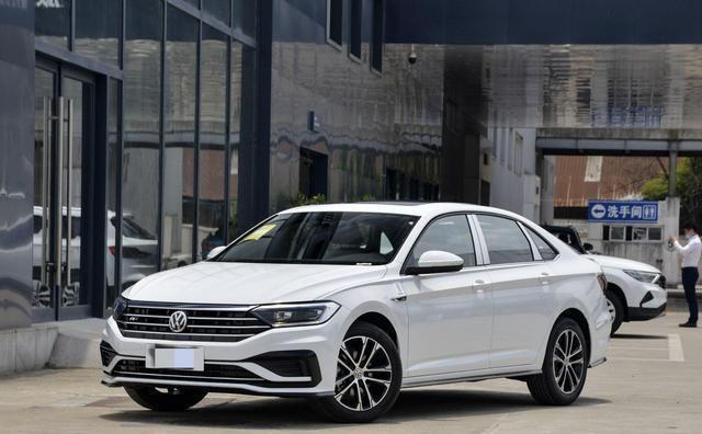 大众速腾和丰田的雷凌的对比,两款车都比较省油,家庭用车该选谁