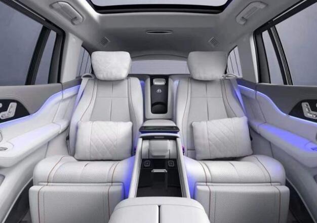 富豪们拼手速的时候到了!迈巴赫首款SUV配4.0T V8 11月上市