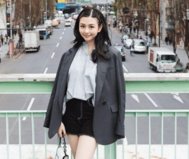 邱淑贞大女儿曝光,堪称史上最漂亮星二代,网友:还是基因强大!