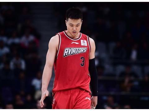 官宣!孟铎正式退役,告别十四年篮球生涯,新赛季成深圳男篮领队