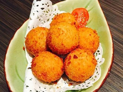 家常美食:香脆土豆球,鲜虾时蔬大拌菜,蚕豆玉米笋
