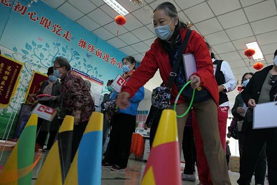 """北京白纸坊街道:""""窗帘约定""""夕阳暖 助力环保我先行"""