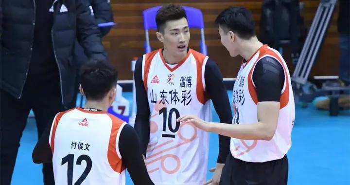 恭喜!前男排队长季道帅启程赴日,将和两世界级名将联手冲冠
