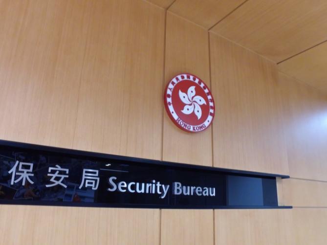 """香港保安局长:通缉犯""""送上门"""" 台方关上门图片"""
