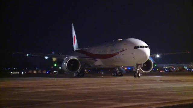 日本首相菅义伟抵达越南河内,开始对越南进行为期三天的访问