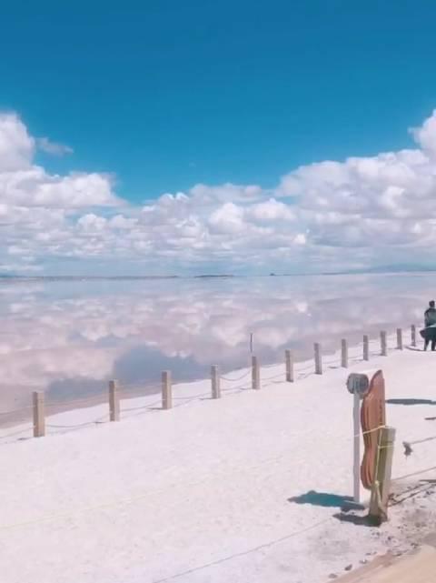 七月的茶卡盐湖是宫崎骏的夏天,是青海的天空之镜……