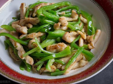 教你青椒肉丝的正确做法,不用生粉,也不用嫩肉粉,照样滑嫩爽口