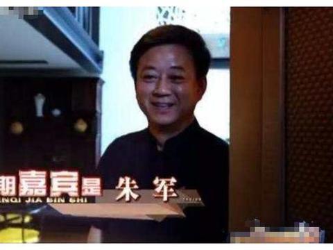 参观主持人朱军的豪宅,连大门都是全铜做的,一看就是富裕人家了