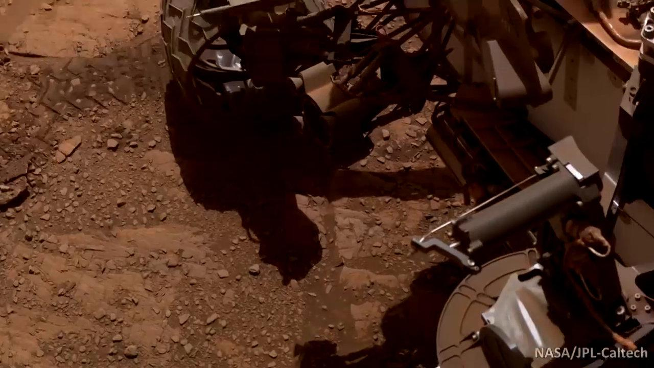 炫酷!这是好奇号火星车的自拍照