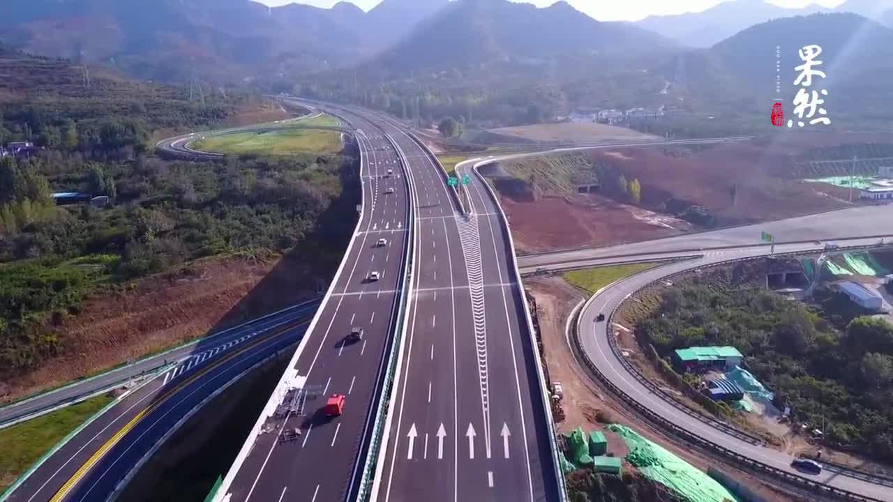 果然视频|济泰高速即将竣工,航拍青山绿水间的最美高速公路