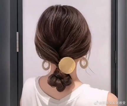 中长发这样扎超好看,这可是现在韩国最流行的气质扎发呢!