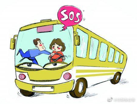 沈阳一男子酒后乘公交不戴口罩,还在车内捣乱抢方向盘!