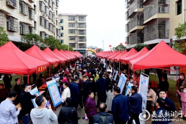 双峰县举行易地扶贫搬迁就业帮扶专场招聘会