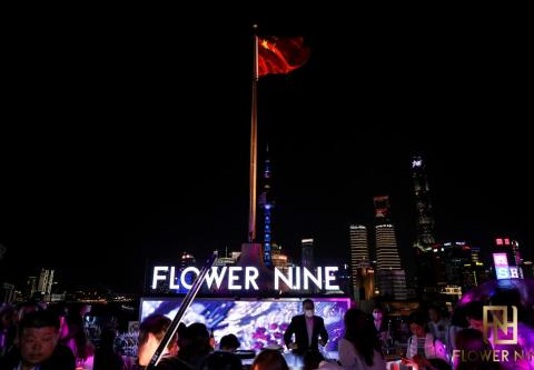 "FLOWER NINE花""Young""王子齐浚廷 于花镜畅游,开启限定魅力"