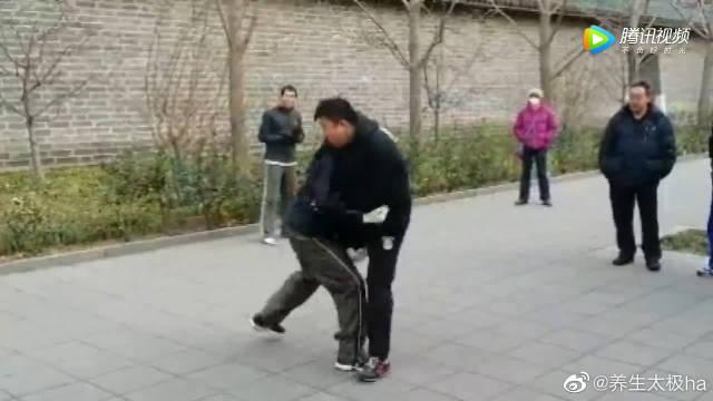 传统武术高手遇到太极拳高手一下被踢飞了!