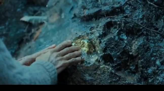 老奶奶挖到金子,找人鉴定被骗,在金钱面前,人性最原始