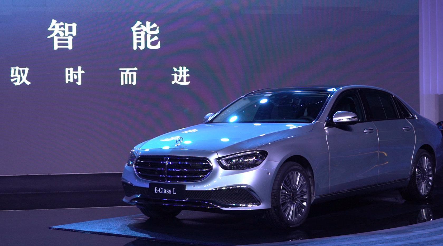视频:搭载三套动力总成 新一代梅赛德斯-奔驰E级车登陆重庆
