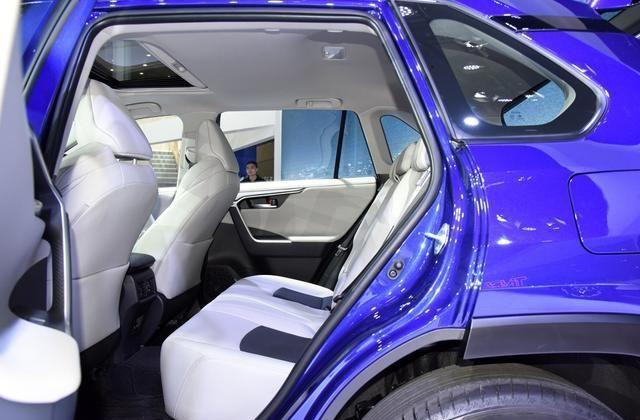 丰田又成功了,新中型SUV配3种四驱,仅17.18w起,单月销量上万辆