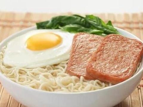 港片中经常出现的餐蛋面,搭配青柠茶真美味,烹饪简单,好吃营养