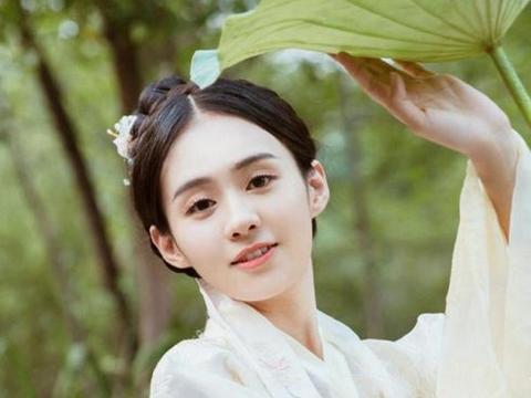 明明是中国女演员,却取了个日本名字,活该当了8次主角没火起来