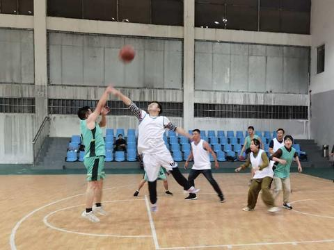 南方电网贵州六盘水钟山供电局2020年职工篮球赛精彩落幕