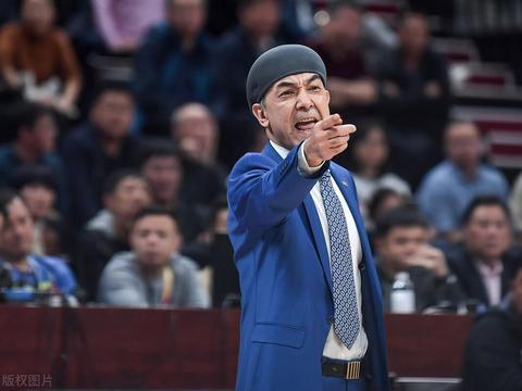 新疆男篮青训开花结果!新秀内线首战惊艳,今年真要刮起青春风暴