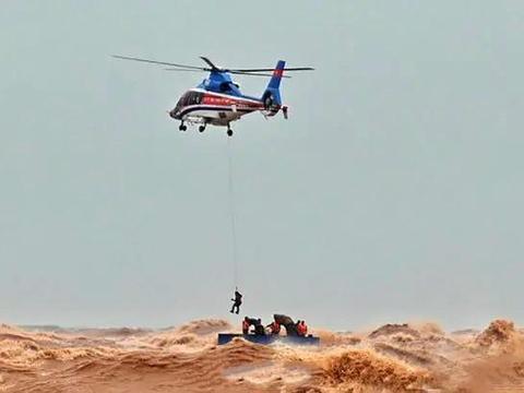 越南也想填海造陆,不料挖泥船遇台风沉没,特种部队紧急前往救援