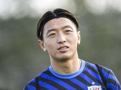 14场0球0助,杨旭数据单成功破蛋,对阵上港拿到1张黄牌
