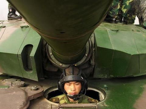 99式主战坦克:当初在研发设计时,曾试装了4枚防空导弹