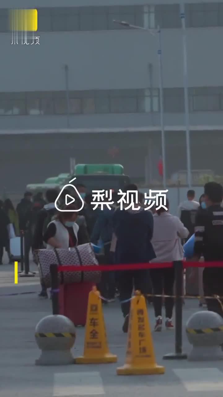 iPhone12发布郑州富士康加紧招工,劳务公司:每天面试3千人