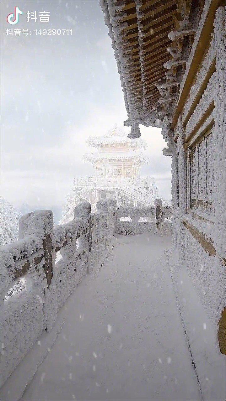 下雪天的老君山也太仙了! 救命!