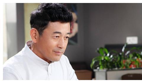 老戏骨王志飞:曾和张歆艺相爱7年,为何闪婚认识3天的张定涵?