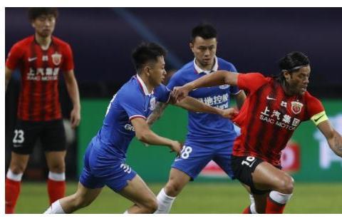 上港0-0闷平申花!王燊超和傅欢失良机,颜骏凌和赵明剑伤退