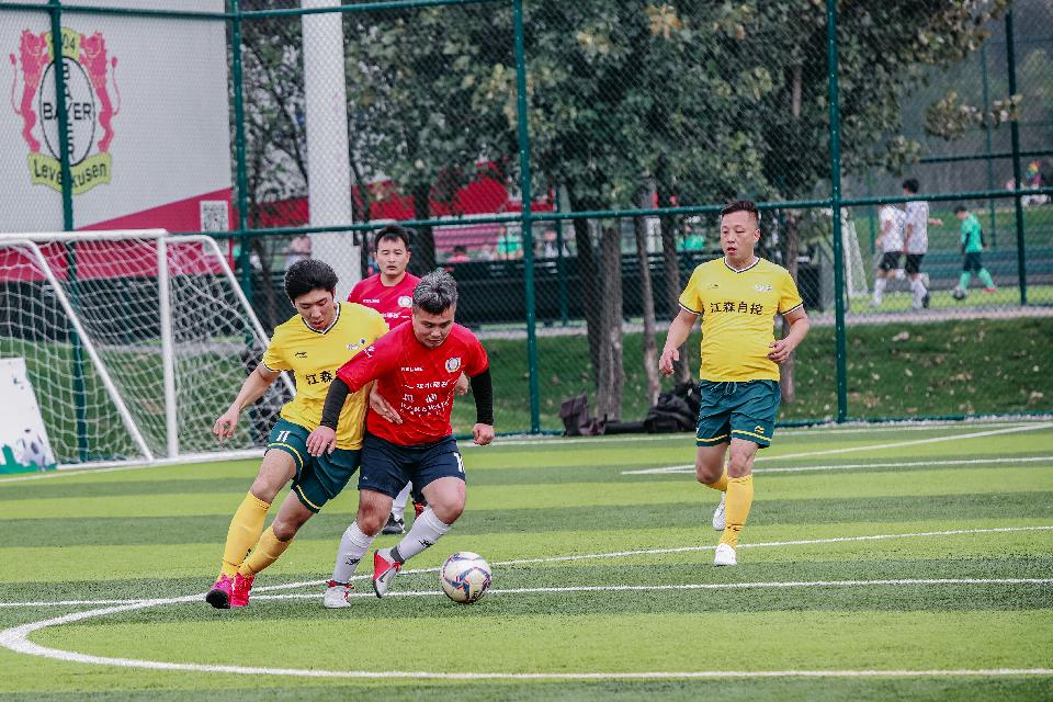 西安曲江:社区邻里节 足球友谊赛