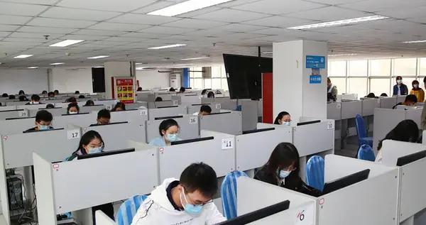 """青岛理工大学200余名学子担纲""""键盘手"""",两天录入核酸检测数据十万余条"""