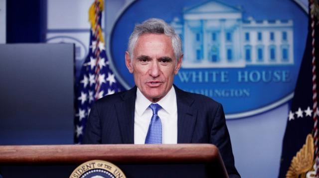 """白宫防疫工作组成员发推质疑戴口罩,因""""误导性信息""""被删帖"""