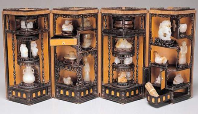 乾隆皇帝的玩具盒长这样,布满机关的小叶紫檀多宝阁,真是会玩