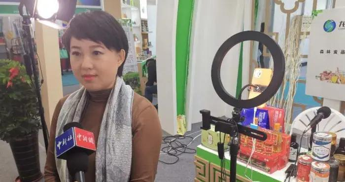 """展商当主播展台变直播间 黑龙江国际大米节刮起""""电商风"""""""
