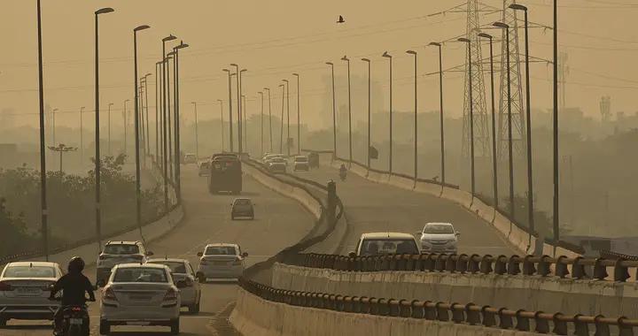 """空气污染警报传遍新德里 印度防""""疫""""雪上加霜"""