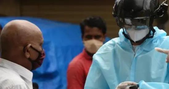 新德里紧急拉响红色警报,大批民众人心惶惶,专家:年长者别出门