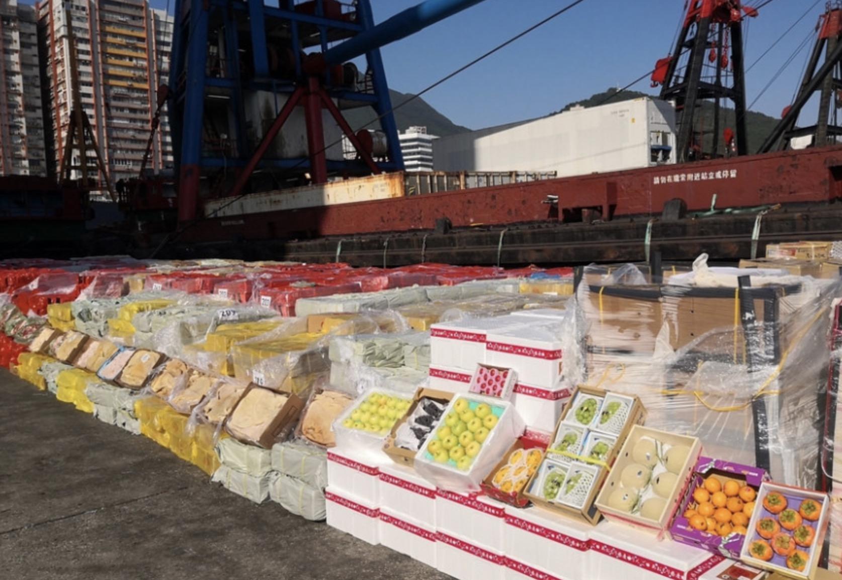 香港海关首次发现涉嫌利用趸船走私高价值水果案件